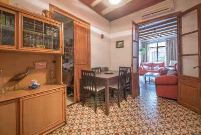 Bright apartment with balconies in Old Town of Barcelona